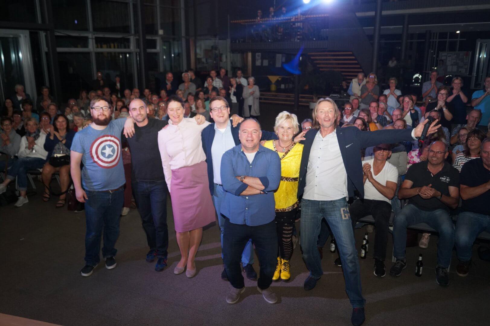 Künstler und Publikum nach dem SchönAbendZusamm! in Hamm am 10.10.2018
